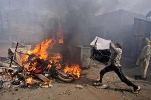 christian-blasphemy-lahore-pakistan-mob-fire-2