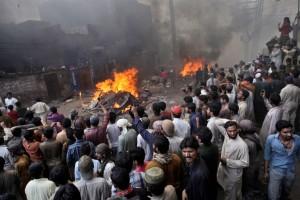 christian-blasphemy-lahore-pakistan-mob-fire-3