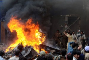 christian-blasphemy-lahore-pakistan-mob-fire-4