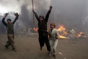 christian-blasphemy-lahore-pakistan-mob-fire-5