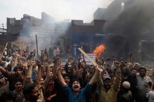 christian-blasphemy-lahore-pakistan-mob-fire-6
