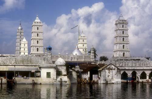 மதநல்லிணக்கத்தின் சின்னமான நாகூர்