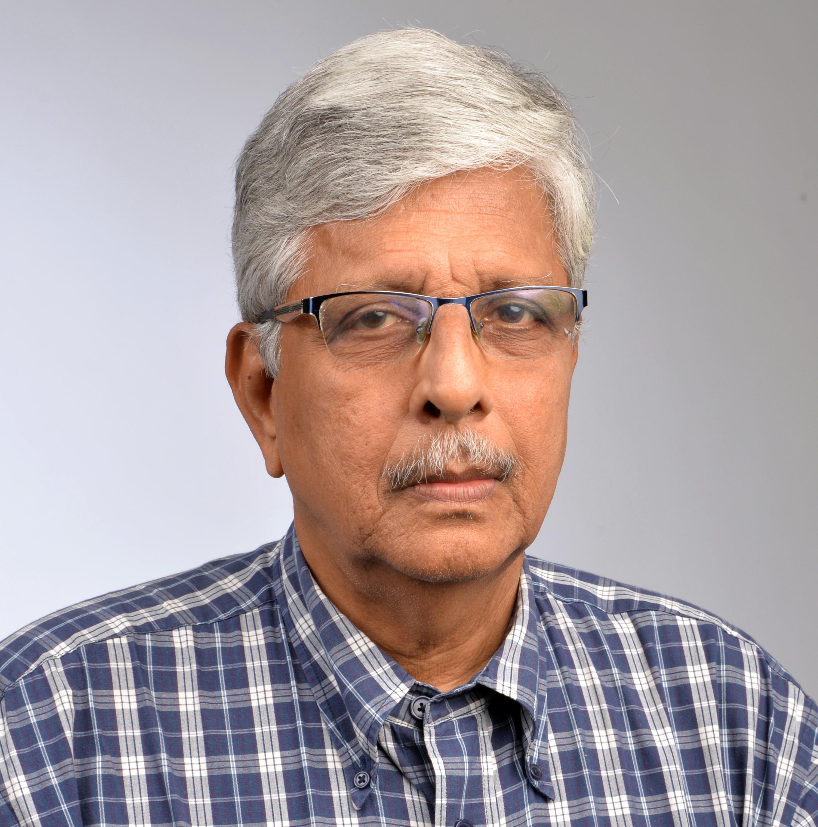 மொழிபெயர்ப்பாளர் என்.கல்யாண ராமன் அவர்களுக்கு  விளக்கு விருது