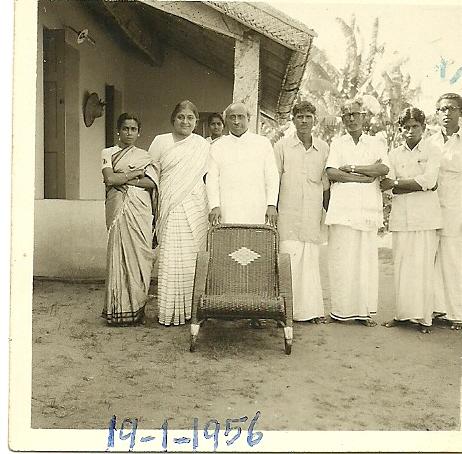 காந்திகிராம ஃபோட்டோ ஒன்று – அம்மா, மாமாஜி படம்